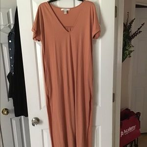 NWOT Long lightweight dress with pockets.